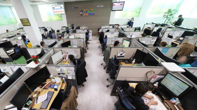 Consumo prepara un aluvión de denuncias a aseguradoras, bancos y aerolíneas por mantener los 902