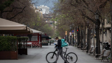 Un juez de Barcelona considera falsos autónomos a los repartidores de Deliveroo