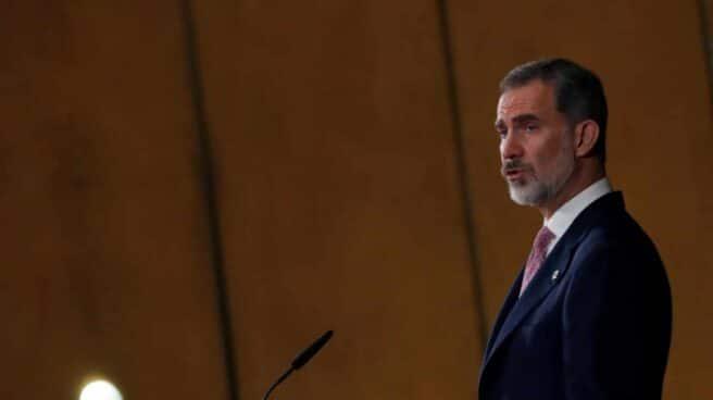 El Rey Felipe VI durante su intervención en el acto en conmemoración del XL Aniversario de la entrada en funcionamiento del Tribunal Constitucional.