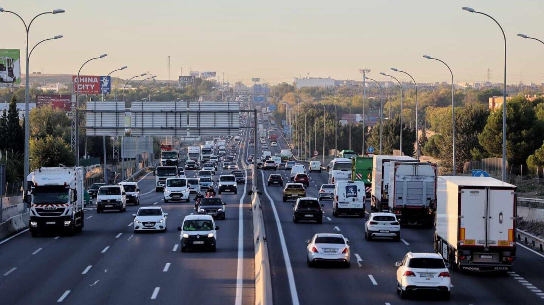 Tráfico en la autovía A-4 con la M-50, en Madrid, el pasado octubre.