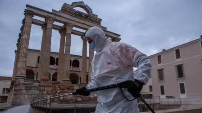 Desinfección de las calles de Mérida (Badajoz)
