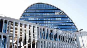 El BBVA plantea el despido de 3.800 empleados en España y cerrar 530 oficinas