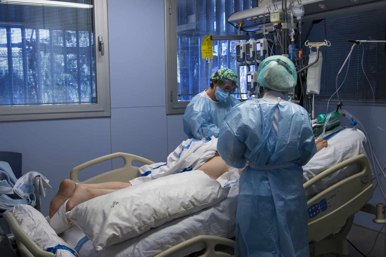 Un paciente ingresado en una UCI.