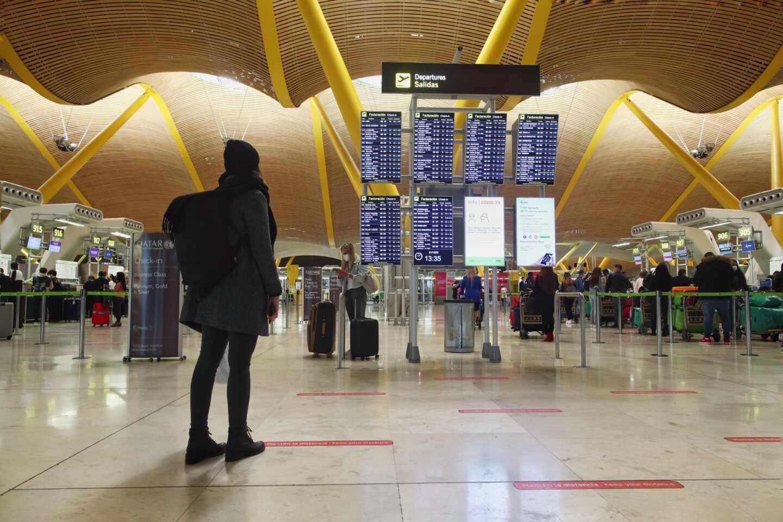 Viajeros en la terminal T4 del Aeropuerto Adolfo Suárez Madrid-Barajas.