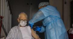 El próximo reto de la vacuna: inmunizar a más de 400.000 personas en sus casas