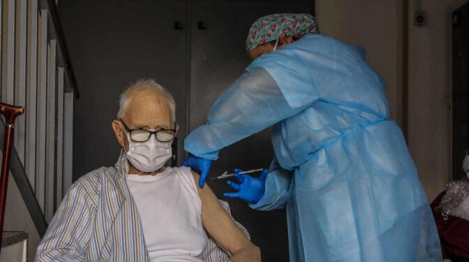 El 61% de los mayores de 60 años ya está vacunado: así va el ritmo por comunidades