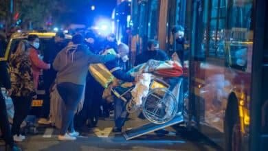 Una fallecida y 21 hospitalizados en el incendio de una residencia de ancianos en Sevilla