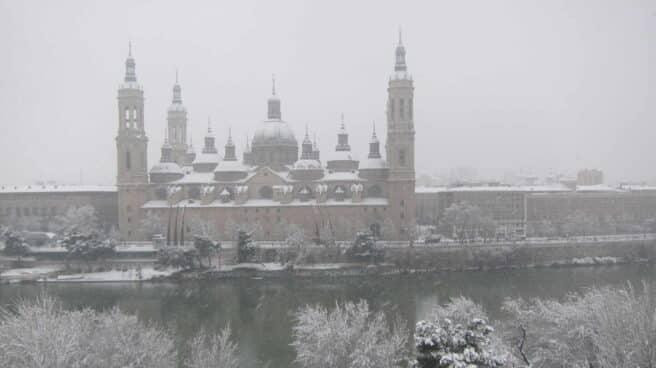 Zaragoza bajo la nevada.