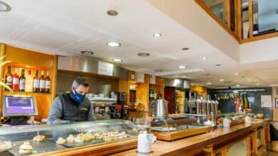 Castilla y León cerrará interior de bares, centros comerciales y gimnasios desde el miércoles