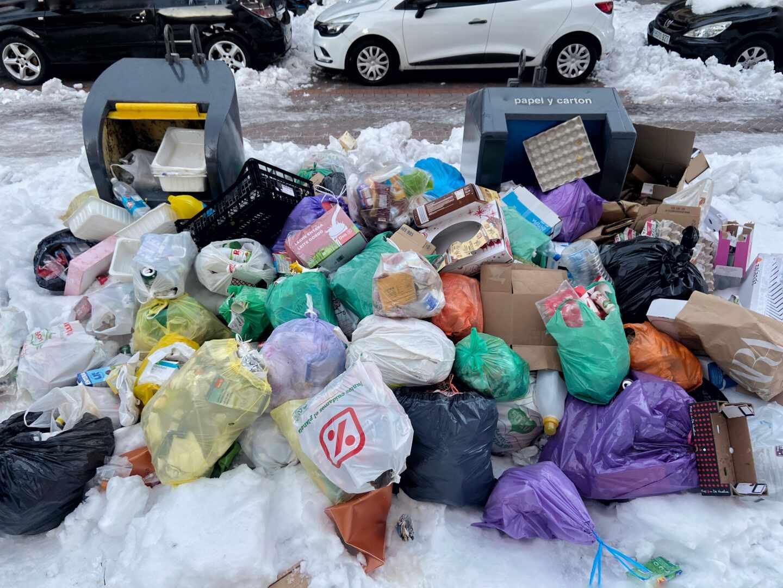 Basura acumulada tras la nevada.