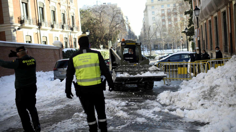 La UME continúa trabajando para despejar calles de Madrid