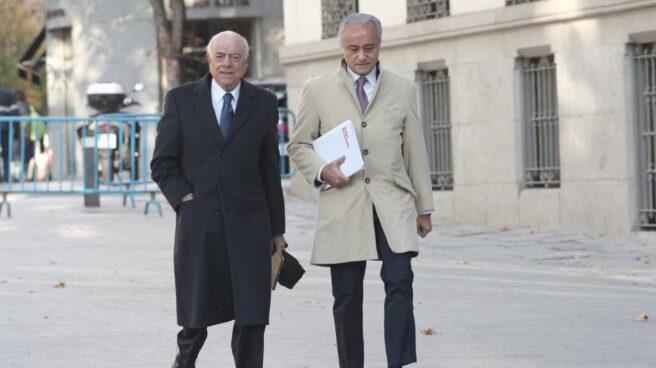 El ex presidente del BBVA Francisco González, dirigiéndose a la Audiencia Nacional para declarar.