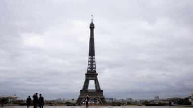 Francia adelanta el toque de queda a las 18h en todo el país