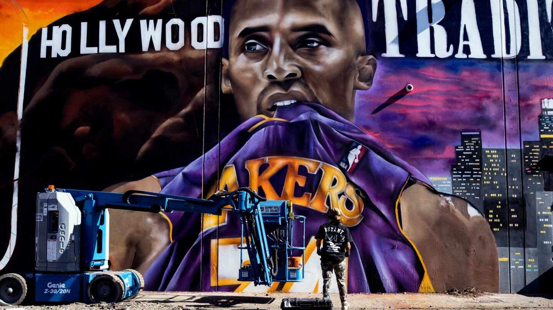 Un mural dedicado a Kobe Bryant en Los Angeles, obra de la artista Ladie One
