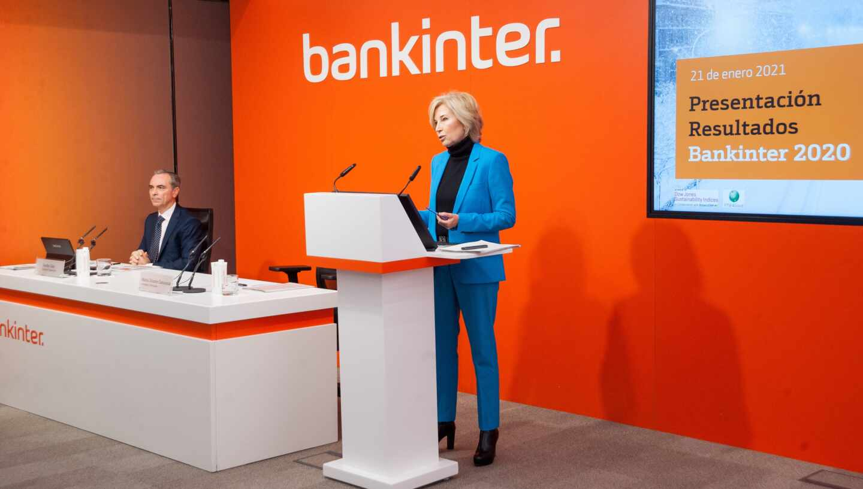 María Dolores Dancausa, consejera delegada de Bankinter, y Jacobo Díaz, director financiero del banco.