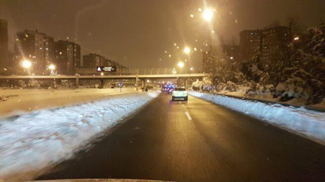 Circulación en la M-30 de Madrid tras la nevada.