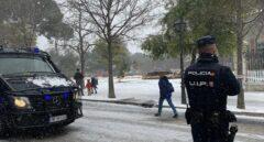 Policía Nacional salva la vida a un hombre con Covid-19 que se ahogaba en su casa de Vallecas