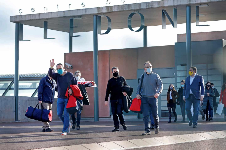 Los presos del procés salen de la prisión de Lledoners.