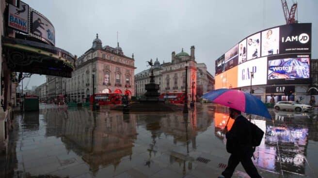 Reino Unido cierra fronteras tras sumar 55.761 positivos y 1.280 fallecidos en 24 horas