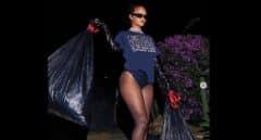Rihanna se despide de la presidencia Donald Trump sacando la basura