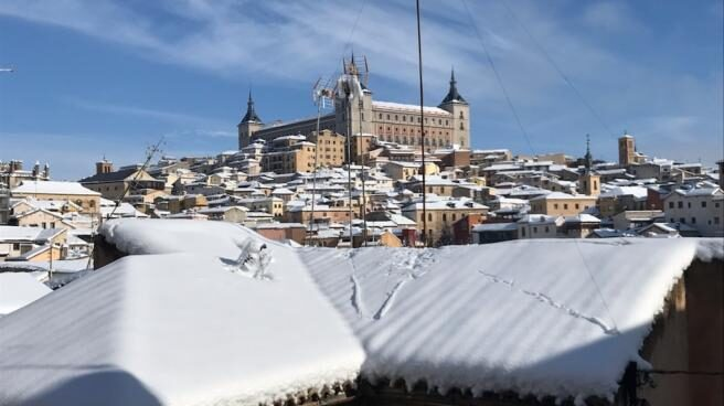 VÍDEO La espectacular vista de pájaro del Alcázar de Toledo teñido de blanco tras Filomena