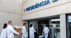 Personal sanitario en la residencia de Sa Serra en Ibiza.