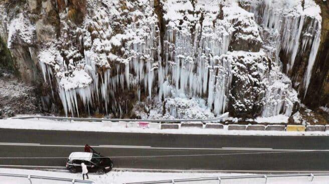 Cascada de hielo en el Roncal (Navarra).