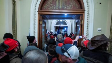 Cuatro muertos y 50 detenidos tras el asalto al Capitolio de los fanáticos de Trump