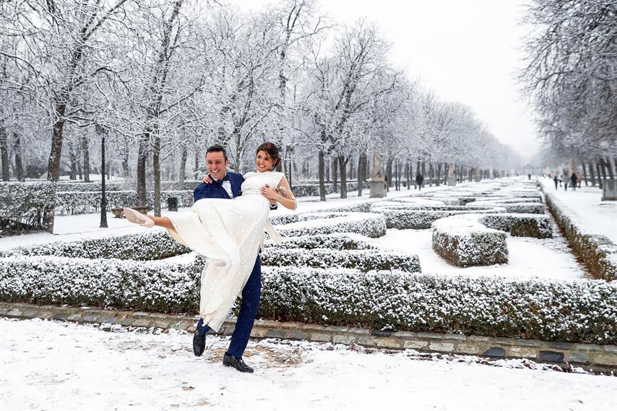 Julio y Yone, recién casados en el Retiro.