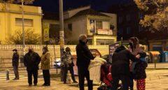 Vecinos se echan a la calle después de los terremotos en Granada.