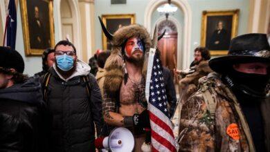"""La actualización de Vox: """"No apoyamos a los tíos con cuernos que asaltaron el Capitolio"""""""