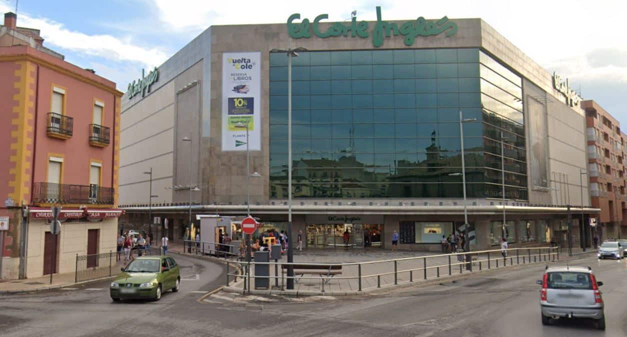 Edificio de El Corte Inglés en el centro de Linares (Jaén).
