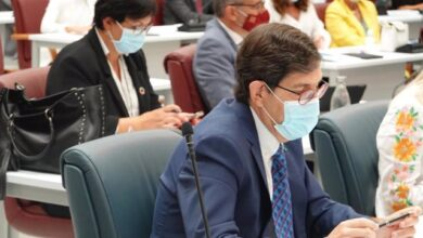 """El consejero de Salud de Murcia se niega a dimitir y justifica su vacunación: """"No hubo trato de favor"""""""