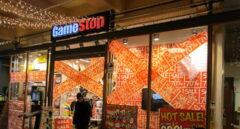 Rebajas en una tienda de GameStop.