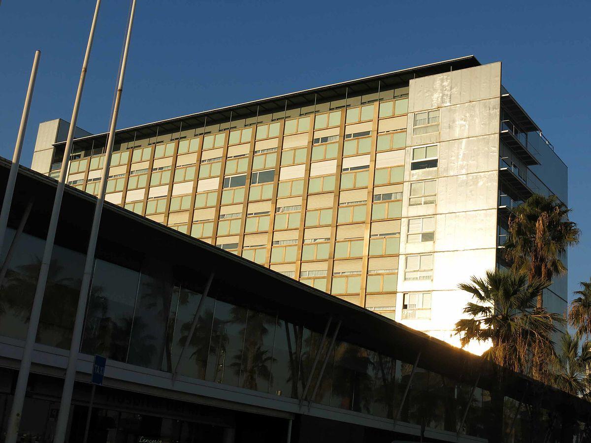 Fachada del Hospital del Mar, en Barcelona.