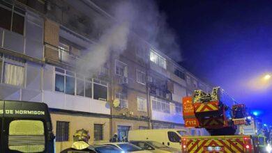 Un muerto y 21 heridos en el incendio de una vivienda en Alcalá de Henares (Madrid)