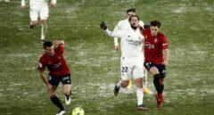 Isco disputa un balón durante el Osasuna-Real Madrid.