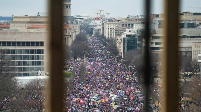 Marcha multitudinaria a las puertas del Capitolio.