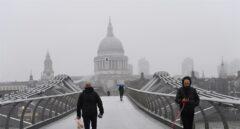 Peatones en el Millenium Bridge de Londres.