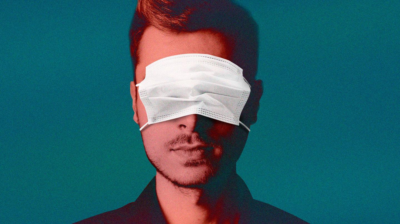 Imagen que representa un negacionista con una mascarilla en los ojos