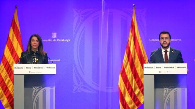 Pere Aragonès y Mertixell Budó, en el Palau de la Generalitat.