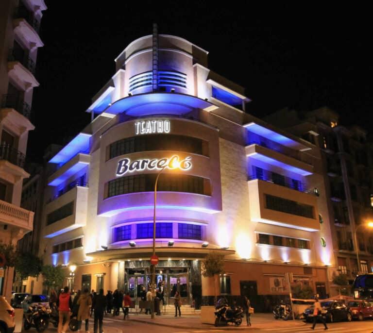 Una fiesta en el Teatro Barceló de  Madrid incendia las redes