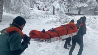 La Guardia Civil rescata a una mujer que chocó con un trineo contra un árbol en Navacerrada