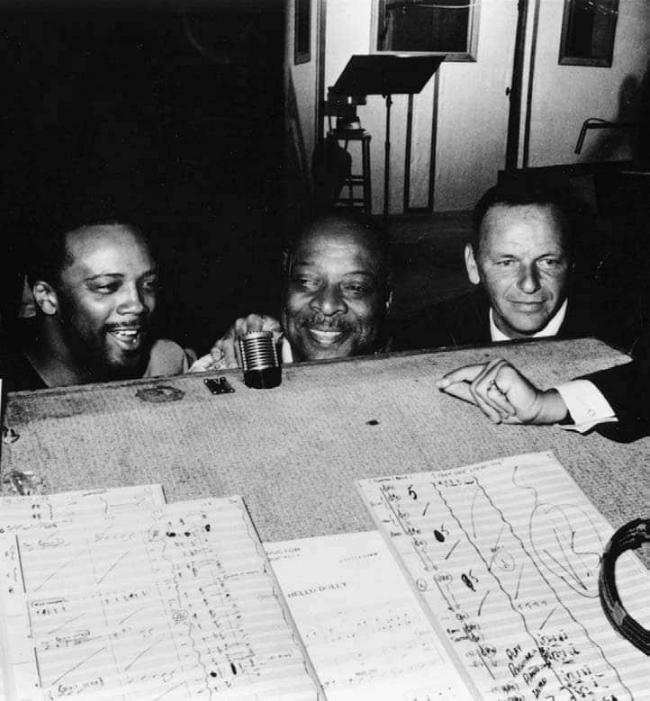 Quincy Jones grabando 'Fly Me to de Moon' con Frank Sinatra y Count Basie, en 1964.