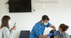 Vacuna contra el coronavirus en un centro de atención primaria de Barcelona.