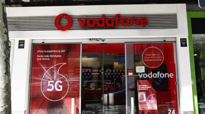 Vodafone reduce ingresos en su año fiscal a pesar de ganar clientes