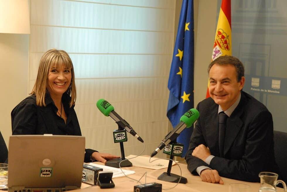 Julia Otero en una entrevista con el expresidente del Gobierno José Luis Rodríguez Zapatero