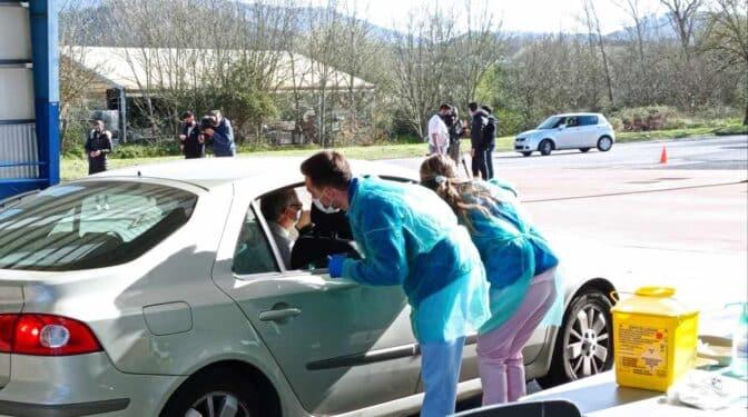 'Vacunautos' en Euskadi, vacunas para los mayores de 100 años sin bajar del coche