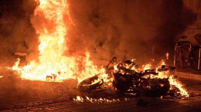Otra noche de violencia en Cataluña por las manifestaciones en apoyo a Pablo Hasel