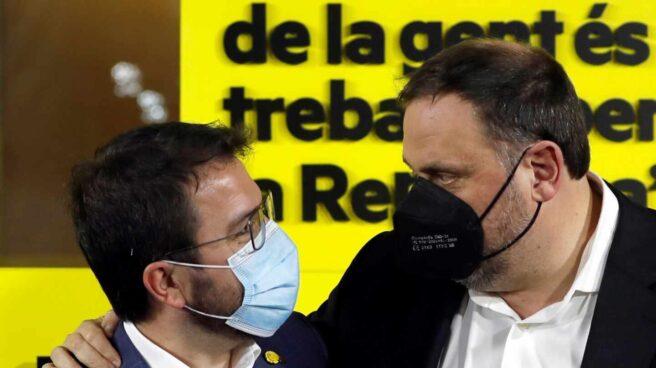 Pere Aragonès y Oriol Junqueras, tras las elecciones en Cataluña.